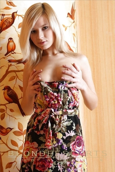 Cindy blonde sexy escort